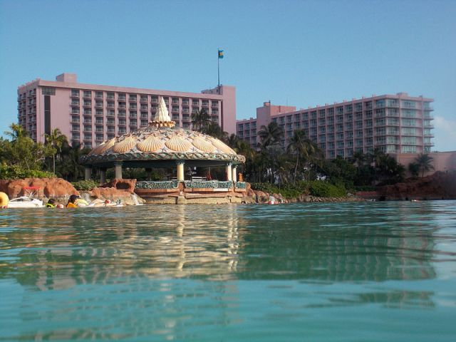 Coral_Towers_Atlantis_Paradise_Island_photo_D_Ramey_Logan